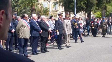 Cérémonie de commémoration en présence de M Menucci, député de Marseille, SE l'ambassadeur, du Secrétaire d'état aux anciens combattanst pendant le discours du Maire de Marseille