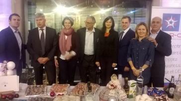 Vladimir Pushnin consul de Russie et Denis Sergueev vice-consul de Russie et leurs épouses avec les membres du club Cap-R-Cei au stand.