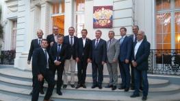 Avant la conférence devant le consulat de Russie